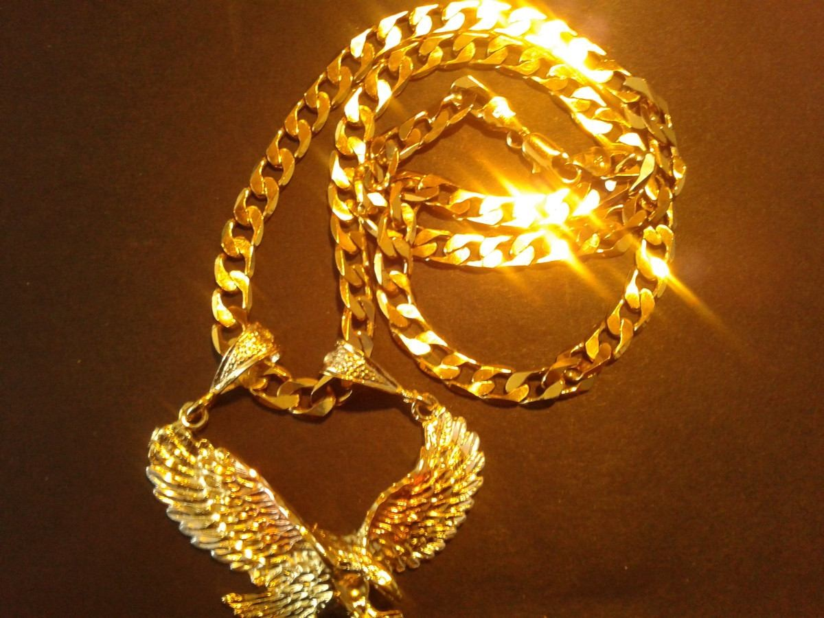 Comprare oro cosa ci sta dietro al mercato dell'oro usato