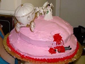 Torte strane e folli . La torta divorzio di Cenerentola