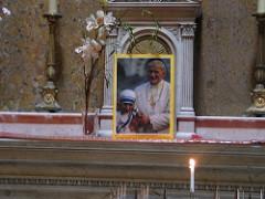 Sognare il Papa vestito di bianco, nero, rosso