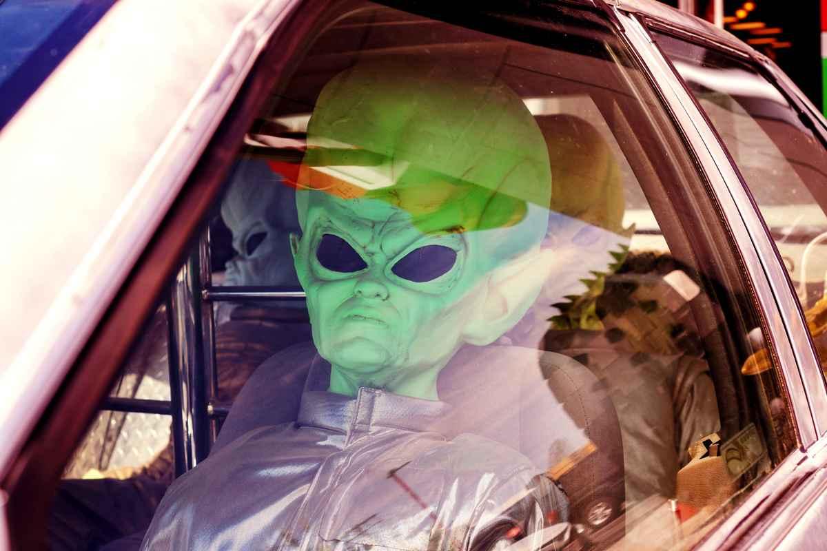 Sognare UFO - foto di Brooke Denevan - Unsplash - Public Domain